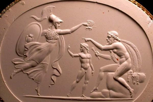 Atena conferisce l'anima all'umanità creata da Prometeo. (1) (1) (Christie's, London, Catalogue des pierres graves antiques de S.A. le Prince Stanislas Poniatowski ([1830?]-1833), P.32). L'immagine è stata tratta dal sito www.ereticamente.net.