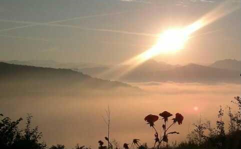 Rose all'alba, dalla baita di Albedo.